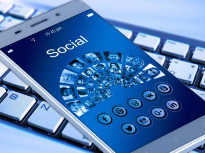 Une conversation privée dans un groupe Facebook ne justifie pas un licenciement pour faute grave